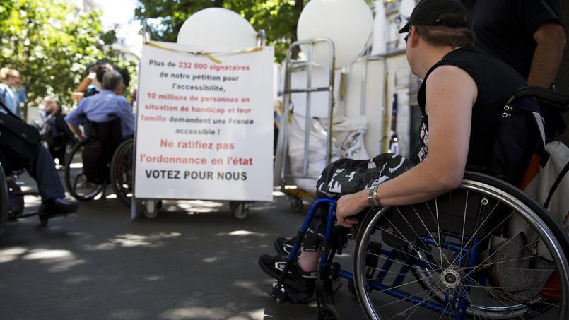 Le 6 juillet dernier, des Français se sont rassemblés devant l'Assemblée nationale pour réclamer davantage d'accessibilité au personnes en situation de handicap.