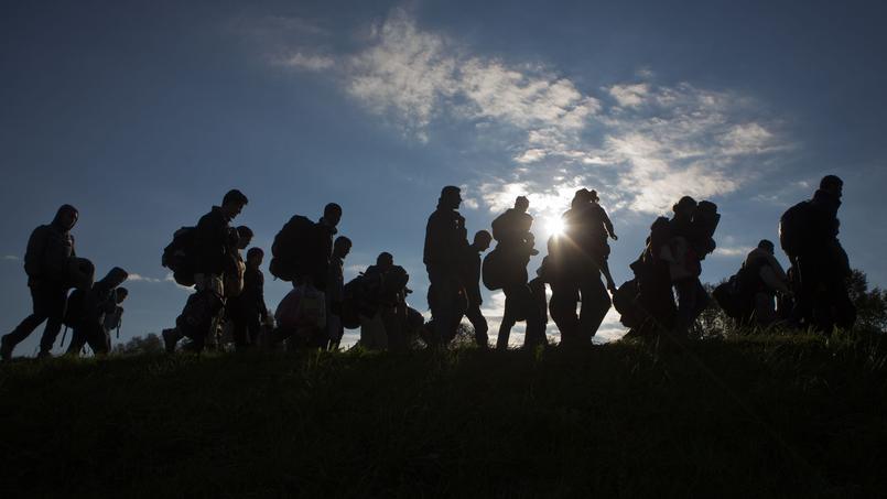 Des migrants arrivent en Slovénie, mardi.