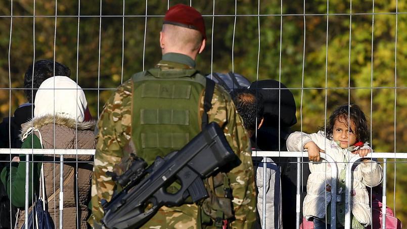 La barrière, selon plusieurs médias, s'étendra sur plusieurs kilomètres de part et d'autre du point de passage de la frontière.