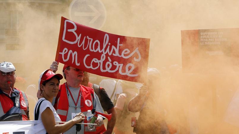 Une manifestation contre la loi Touraine devant le Sénat, à Paris, le 22 juillet 2015.