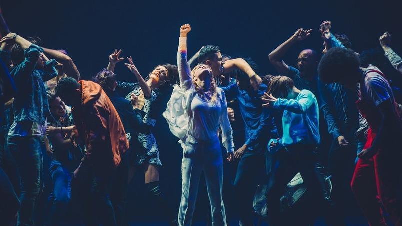 Attendue avec autant d'impatience que de curiosité, la première représentation de la comédie musicale Résiste a eu lieu mercredi 4 novembre, dans un Palais des Sports surchauffé, tant en terme d'ambiance que de climatisation.