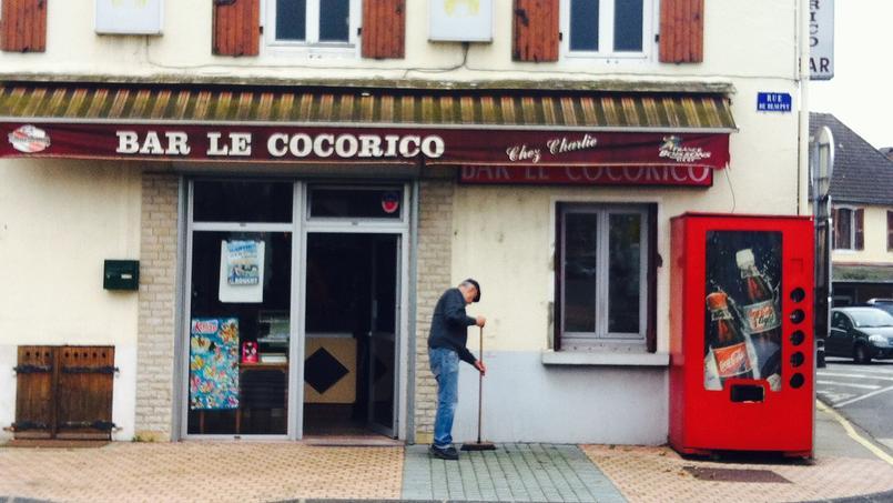 Dans la petite ville de Varennes-sur-Allier, le bar le Cocorico se vide de ses clients, depuis que la base aérienne a fermé. EUGENIE BASTIE/LE FIGARO
