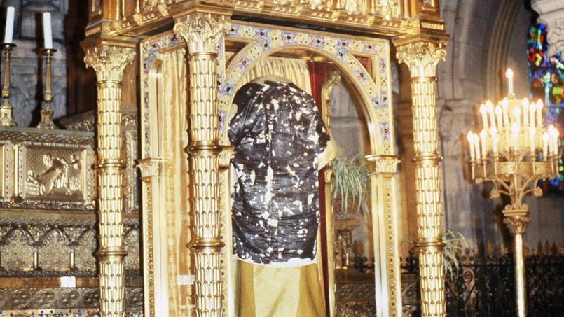 Ostension de la Sainte tunique du Christ en la basilique Saint-Denys d'Argenteuil, le 14 avril 1984.