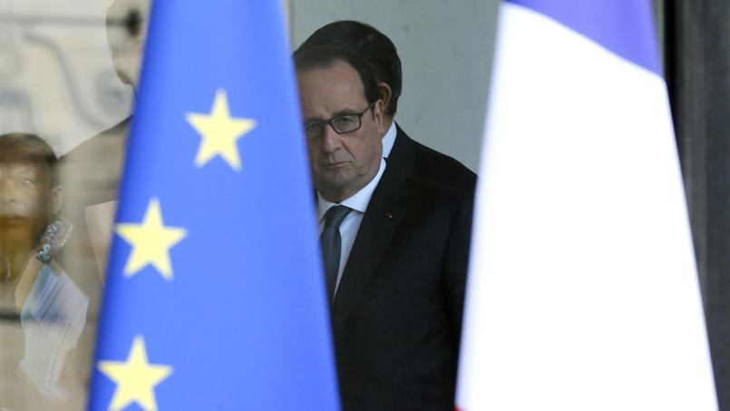 Le chef de l'État, François Hollande, après le Conseil de défense qui s'est tenu samedi matin à l'Elysée.