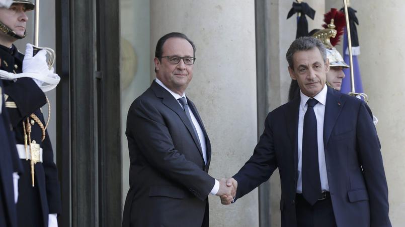 François Hollande et Nicolas Sarkozy sur le perron de l'Elysée, ce dimanche.