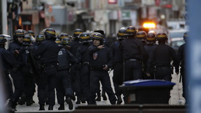 Les premiers tirs ont été entendu à 4h30 mercredi matin dans le centre-ville de Saint-Denis.