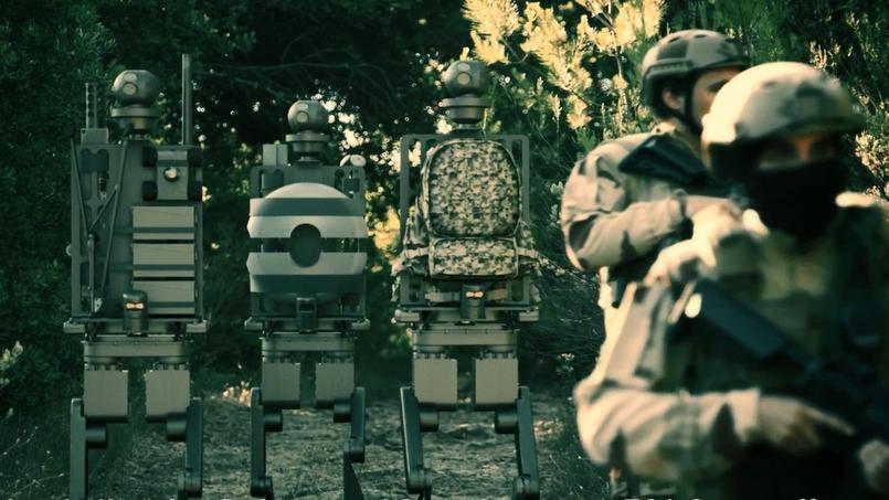 Études en 3D de robots humanoïdes qui assistent des militaires en opération.
