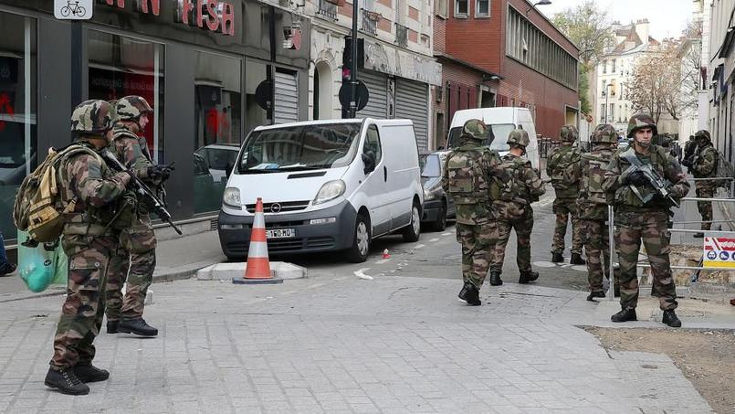Soldats patrouillant à Saint-Denis le 18 novembre