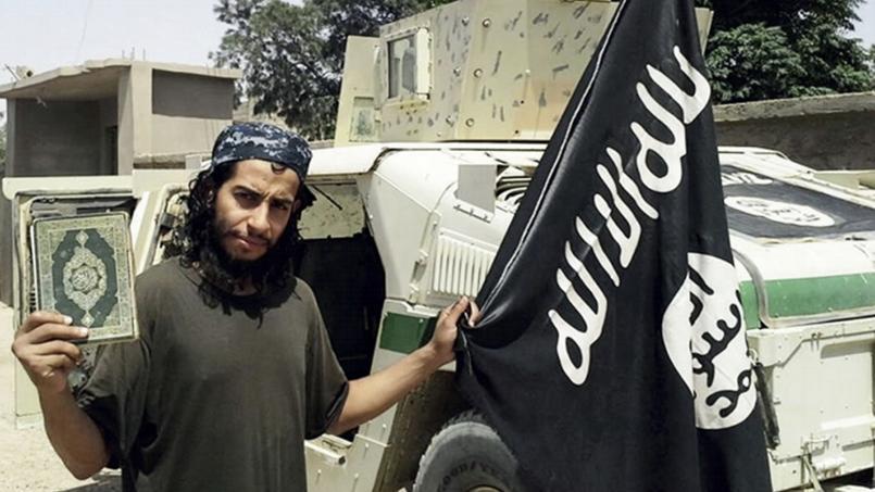 Image non datée d'Abdelhamid Abaaoud, publiée dans le magazine de l'État islamique, Dabiq.