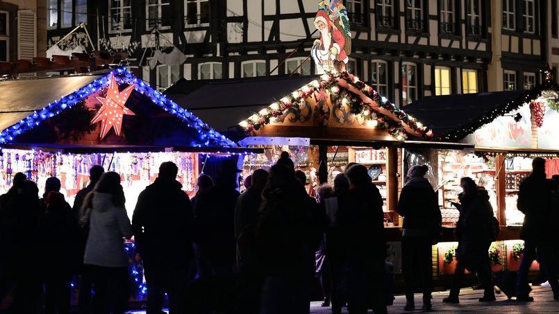 Contrairement à Strasbourg et son marché de Noël, Lyon a décidé le 19 novembre d'annuler sa Fête des Lumières 2015.