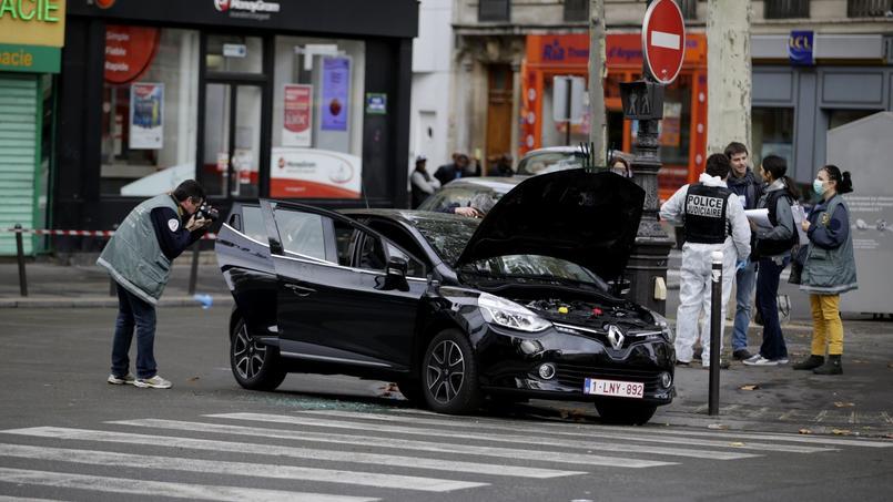 Les enquêteurs ont retrouvé mardi, dans le XVIIIe arrondissement de Paris une Clio noire qui pourrait avoir servi à la préparation des attentats
