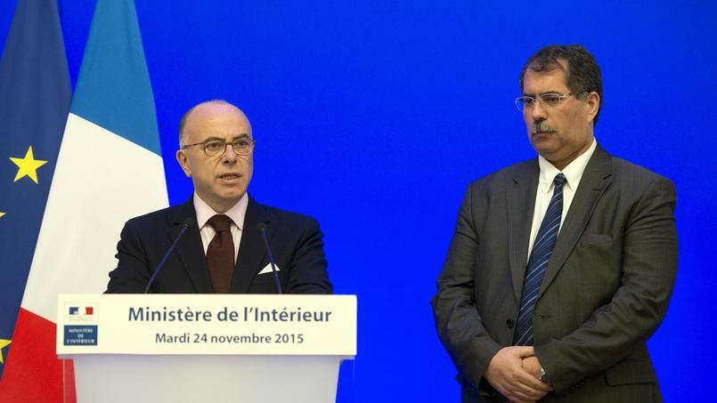 Bernard Cazeneuve, le ministre de l'Intérieur et Anouar Kbibech, le président du Conseil Français du Culte Musulman.