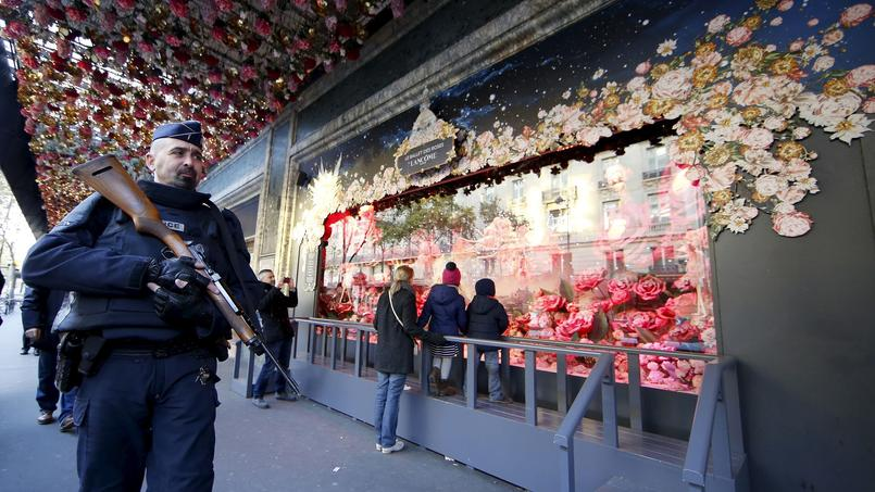 Les grands magasins parisiens ont perdu entre 30% et 50% de leur clientèle les premiers jours suivant les attentats