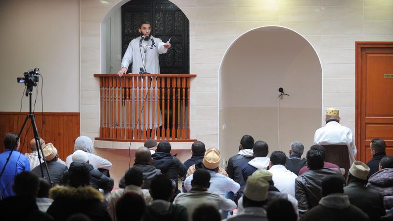 L'imam de Brest, Rachid Abou Houdeyfa, lors d'un prêche le 20 novembre