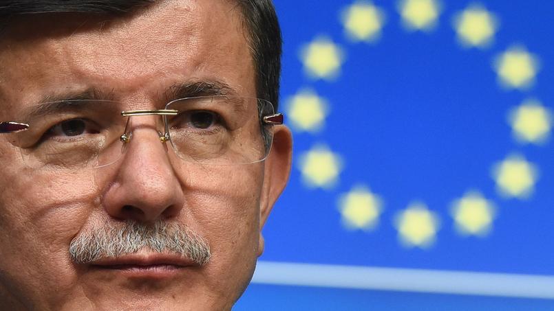 «Je remercie tout les leaders européens pour ce nouveau début», a déclaré dimanche le chef du gouvernement turc, Ahmet Davutoglu.