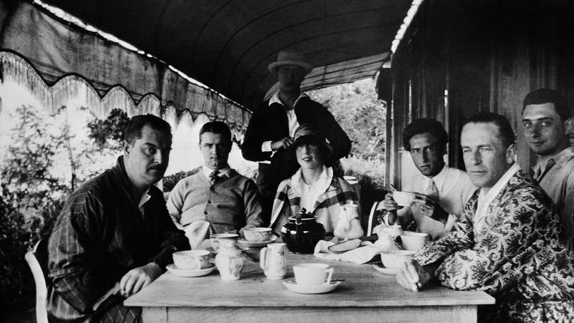 François de Gouy, Georges Auric, Raymond Radiguet, Bernard Nathanson, Jean Cocteau, Jean Hugo et Russel Greeley au Piquey en 1923.