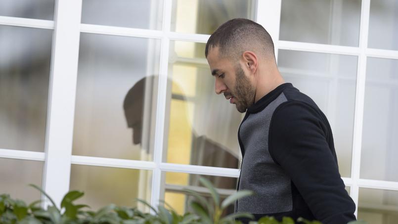 Karim Benzema arrivant à Clairefontaine pour un rassemblement de l'équipe de France.