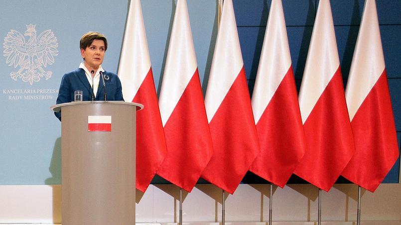 Beata Szydlo, nouveau Premier ministre polonais, en conférence de presse à Varsovie, le 24 novembre 2015