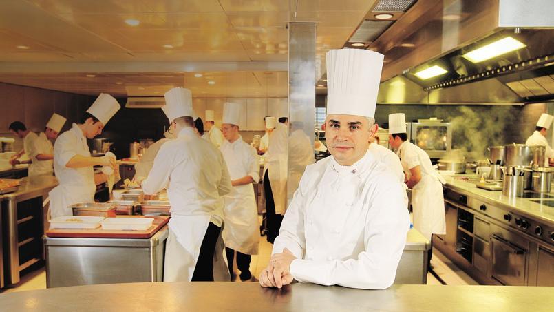 Le chef français Benoît Violier dans son restaurant, Le Restaurant de l'Hôtel de Ville, à Crissier en Suisse.