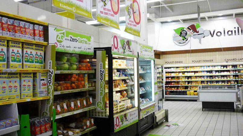 Zéro-Gâchis propose des rayons dédiés aux aliments bientôt périmés, vendus à prix réduit.