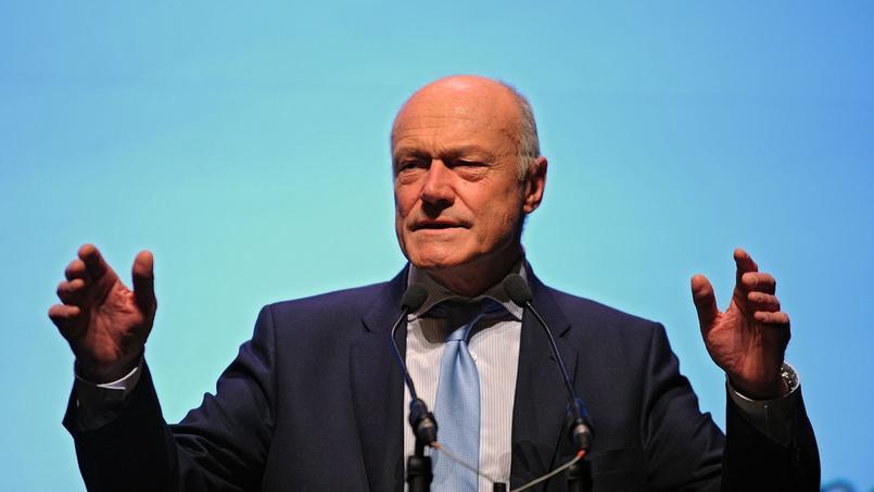 Xavier Bertrand, en devenant président de région, va abandonner ses mandats de maire, de député et renoncer à sa candidature à la primaire de la droite et du centre.