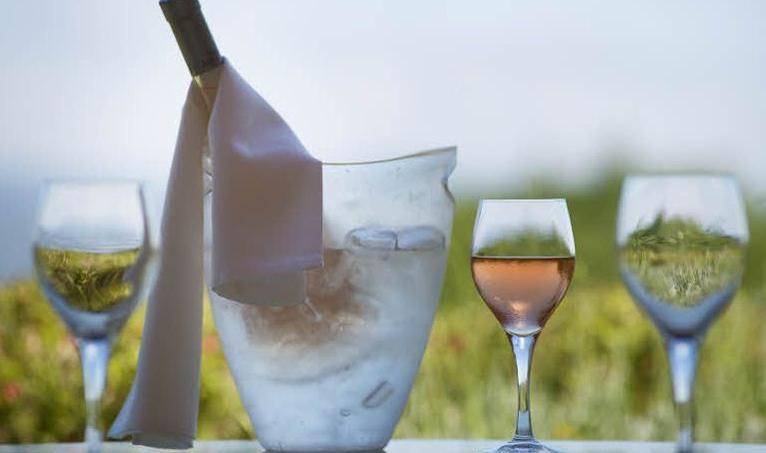 Le rosé synonyme de vin d'été et de fraîcheur se consomme toute l'année. (Crédit Photo/Franck Prignet, Le Figaro Magazine)