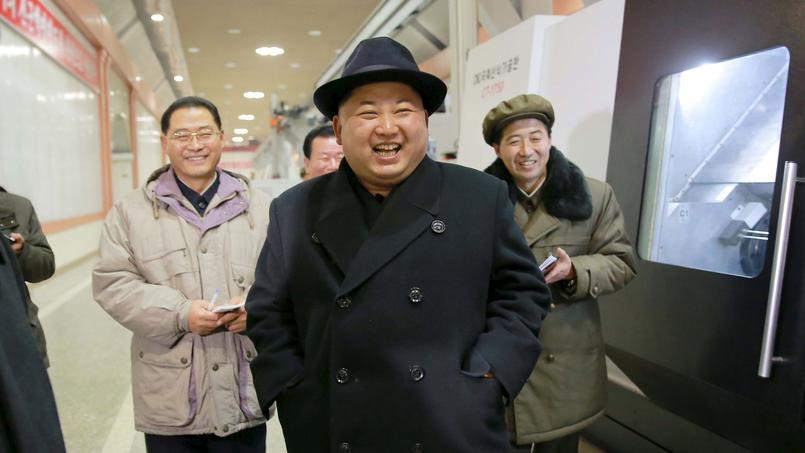Le chef nord-coréen Kim-Jong Eun visite une entreprise - photo non datée