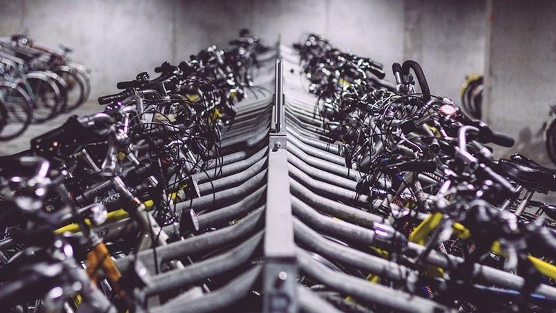 Les consignes à vélo seront équipées de caméra de vidéosurveillance, et d'arceaux pour la pose des cadenas.
