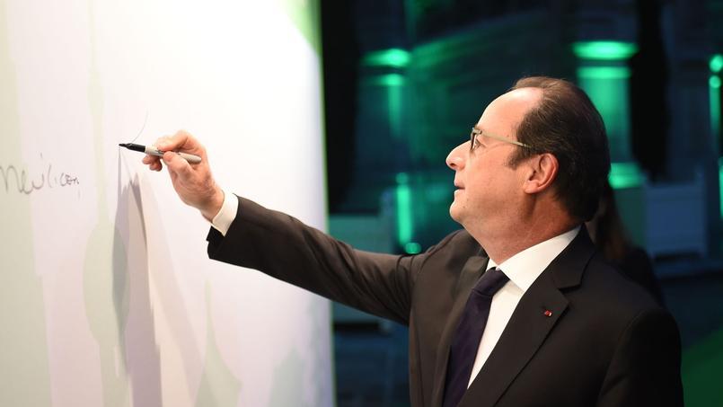 Selon plusieurs de ses proches, François Hollande pourrait procéder à un lifting de son équipe, fin janvier ou début février.