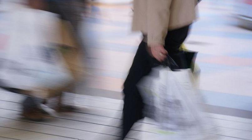 Seuls 75,4% des consommateurs ont cette année l'intention de faire les soldes, soit 2,4 points de moins que l'an dernier, selon un sondage Toluna.