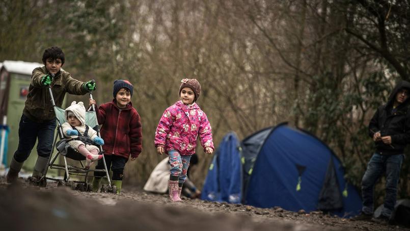 Dans ce camp de la banlieue de Dunkerque réunissant 3000 personnes, on compte une centaine d'enfants, vivant dans des conditions sanitaires épouvantables.
