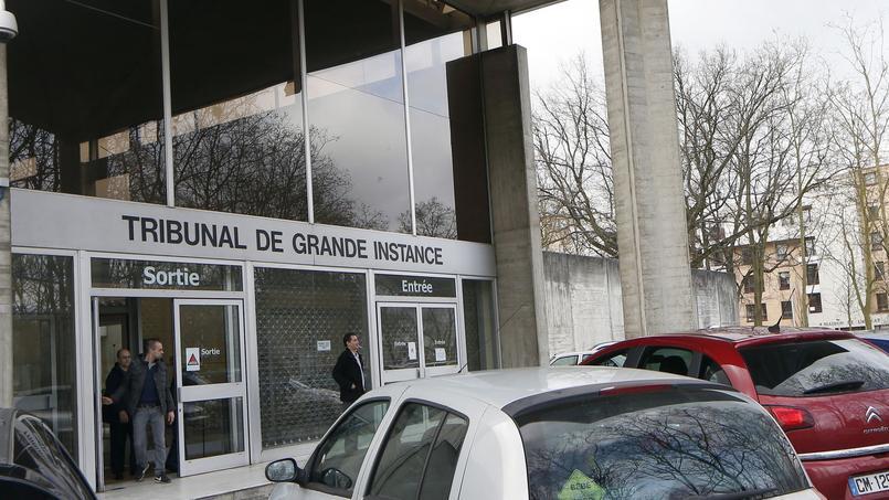 Le parquet d'Évry (Essonne) a ouvert une enquête en flagrance dimanche.