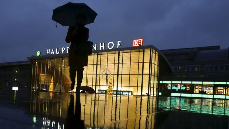 Une femme à la gare de Cologne
