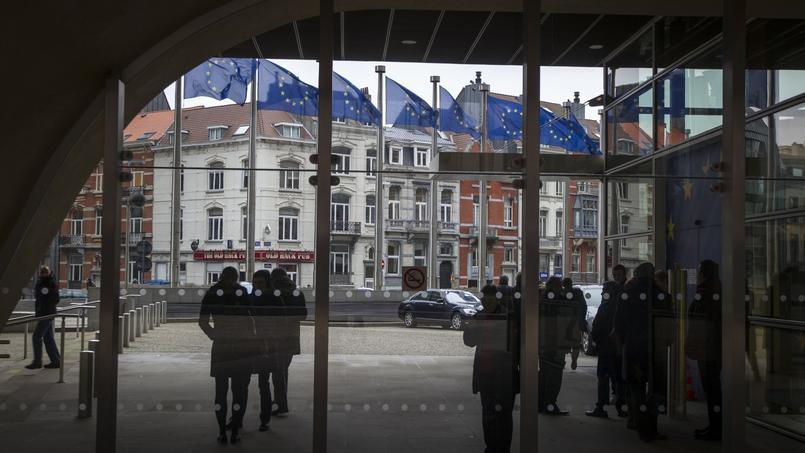 Les traitements des personnels des institutions européennes étaient bloqués depuis quatre an.