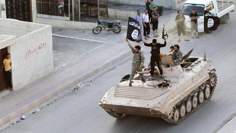 Des combattants de Daech «paradent» dans les rues de la province de Raqqa, en 2014.