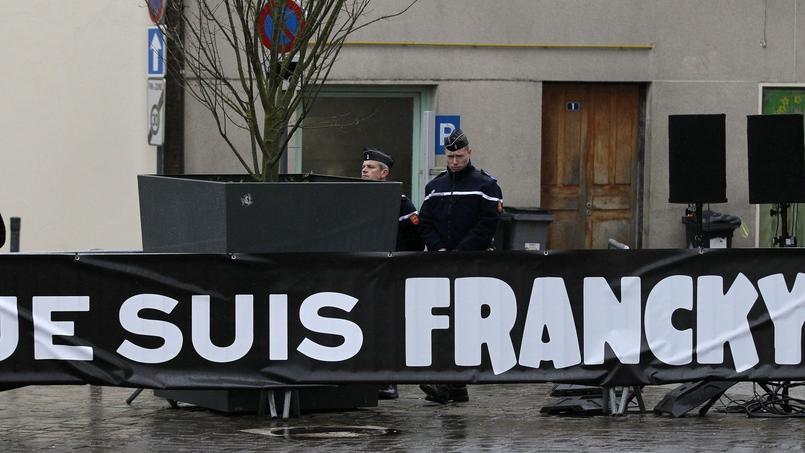 Banderole lors des funérailles de Franck Brinsolaro, le policier chargé de la protection de Charb, tué pendant l'attaque.
