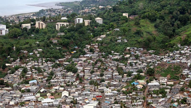 Un bidonville à la périphérie de Mamoudzou, la préfecture de Mayotte.