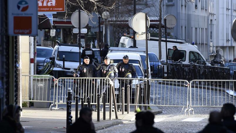 Paris, jeudi 7 janvier. Le quartier du commissariat de la Goutte d'Or bouclé.