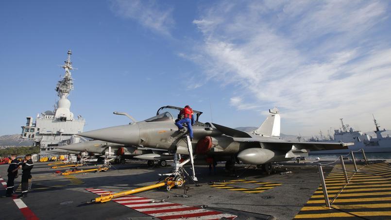 La France a récemment déployé son porte-avions Charles de Gaulle dans le Golfe, avec 26 chasseurs-bombardiers à bord.