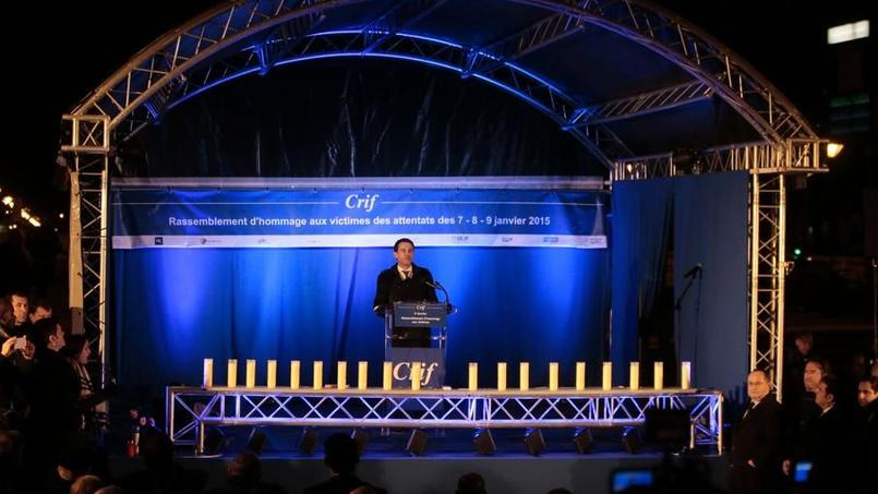 Manuel Valls lors d'un discours devant l'Hyper Cacher, samedi soir, pour rendre hommage aux victimes du terroriste Amedy Coulibaly.