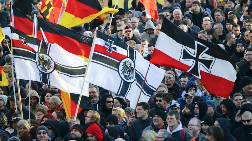 Samedi des partisans du mouvement xénophobe Pegida ou d'extrême droite ont défilé à Cologne pour demander la démission d'Angela Merkel.