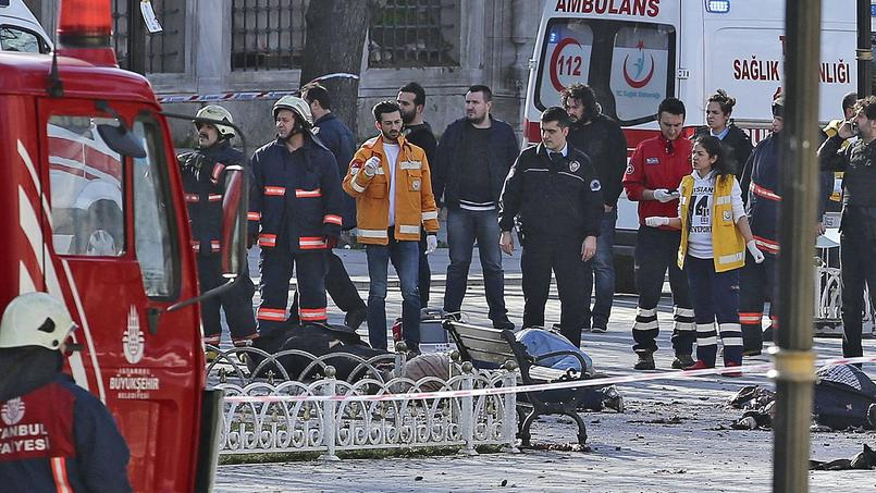 Des équipe de secours turques interviennent mardi sur le lieu du drame.