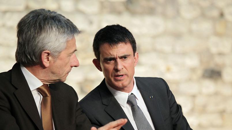 Laurent Beauvais et Manuel Valls à Honfleur, le 13 février 2015.