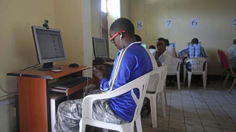 Dans un café Internet à Mogadiscio, en Somalie.