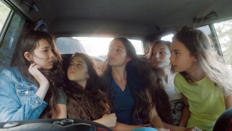 Mustang, premier film de Deniz Gamze Ergüven produit par Charles Gillibert est l'un des cinq finalistes pour l'Oscar du meilleur film étranger qui sera remis le 28 février à Los Angeles.