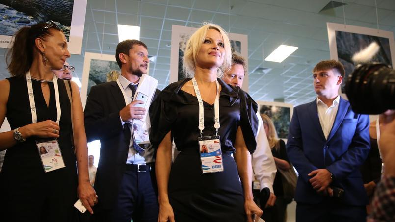 Pamela Anderson, lors de sa visite en Russie en 2015.