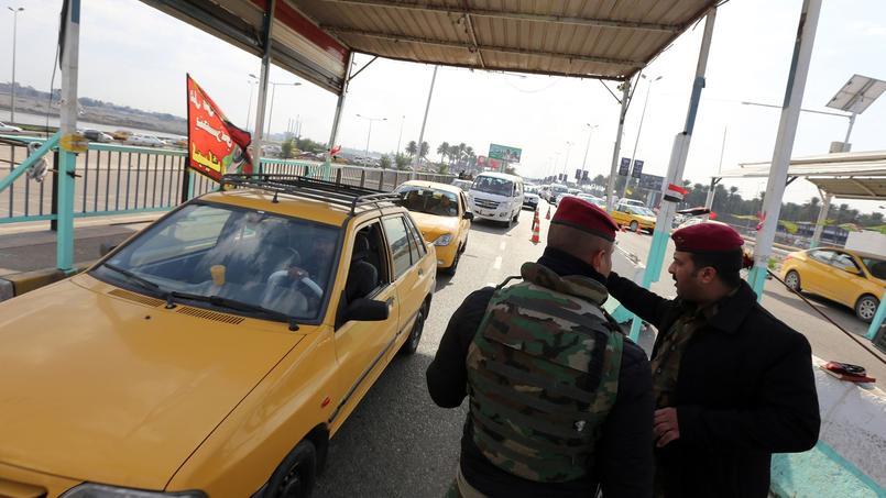 Des membres de la sécurité irakienne contrôlent lundi la liaison en le centre de Bagdad et l'accès à Dora dans le sud-est de la capitale, quartier où les trois américains aurait été enlevés.