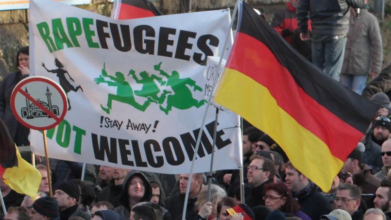 Les groupes xénophobes mènent désormais ouvertement campagne contre les «rapefugees», jeu de mot anglais sur viol (rape) et réfugiés (refugees).