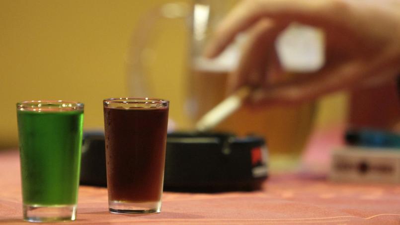 Si l'alcool reste la substance la plus testée et consommée au collège, devant le tabac et le cannabis, les 10-15 ans sont moins nombreux à en boire depuis 2010.