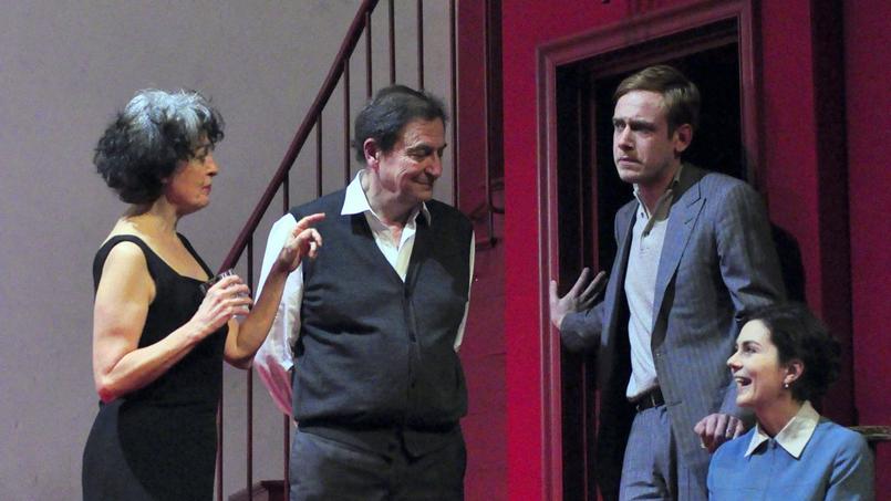 Dominique Valadié, Wladimir Yordanoff, Pierre-François Garel et Julia Faure(de gauche à droite) dans Qui a peur de Virginia Woolf?, mis en scène par Alain Françon. (Crédits photo: Dunnara MEAS)